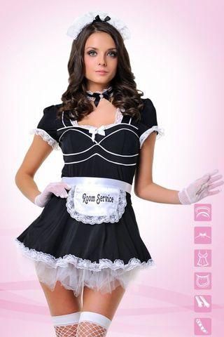 Костюм выполнен из эластичного полиэстера и включает в себя платье, трусики-стринги, украшение на шею, фартук, головной убор и перчатки