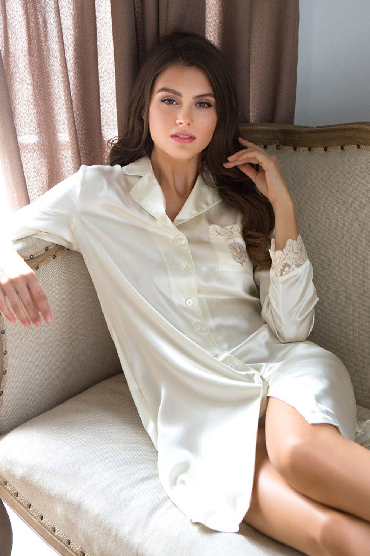 Рубашка средней длины полуприлегающего силуэта из натурального шелка, с отложным воротником, застегивается на пуговицы фото