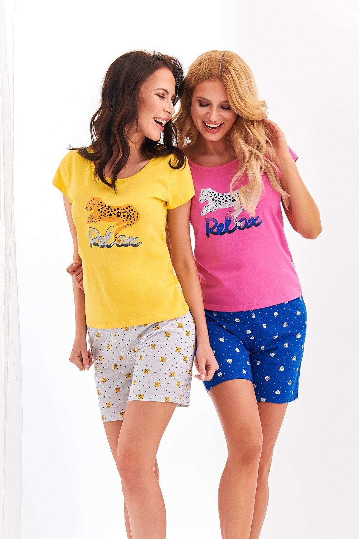 Яркая хлопковая пижама Eryka состоит из желтой футболки и светлых шортиков фото