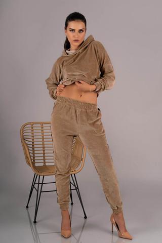 Прекрасный костюм Provocateur Me из мягкой велюровой ткани, состоит из кофты и брючек