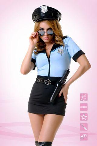 Костюм полицейского выполнен из полиэстера и эластана