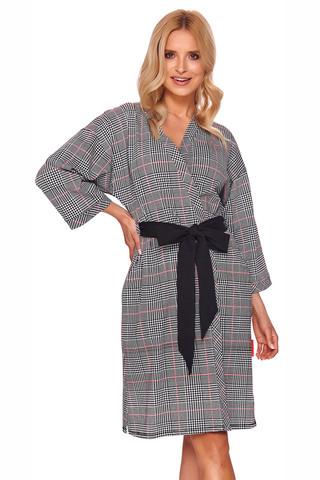 Элегантный халат-кимоно свободного силуэта выполнен из хлопкового полотна высшего качества
