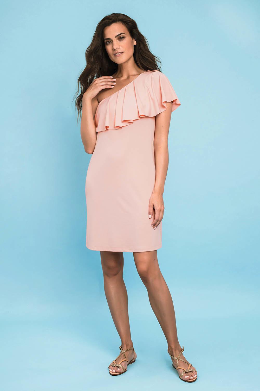 Стильное платье выполнено из легкой, эластичной ткани розового цвета фото