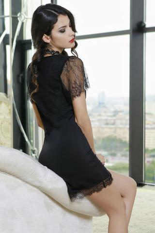 Изысканное платье Mia-Amore с кружевными рукавчиками выполнено из эластичного полотна с полупрозрачными вставками на бочках и легкой сетки и кружева Шантильи