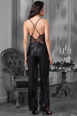 Комплект топ с брюками Mia-Amore выполнен из искусственного шелка с отделкой из фигурного кружева по лифу топа и низу брюк