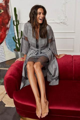 Элегантный жаккардовый халат в клетку классического серого оттенка из поливискозной ткани высокого качества