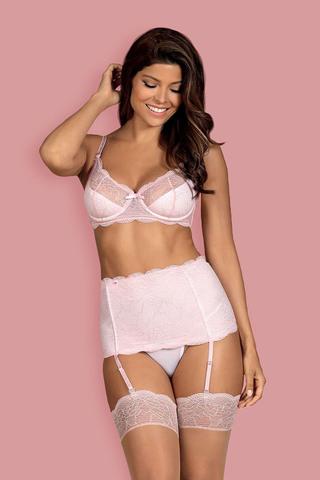 Восхитительный комплект нижнего белья Girlly состоит из бюстгальтера, пояса для чулок и стрингов