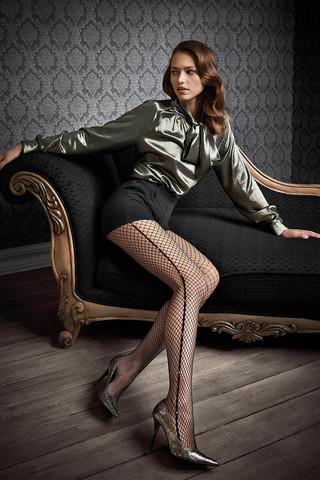 Элегантные колготки в сеточку Gucci G46 декорированы тонкой боковой полосой, украшенной кристаллами