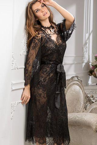 Длинный халат Mia-Amore выполнен из ажурного кружева Шантильи (Сhantilly) c изысканным рисунком по низу и рукавам