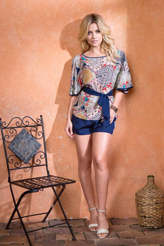 Комплект состоящий из блузы и шорт на эластичной тесьме (резинке) в поясе фото