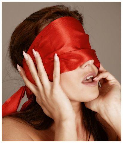 Широкая повязка-шарф на глаза красный Bad Kitty Bondage Scarf