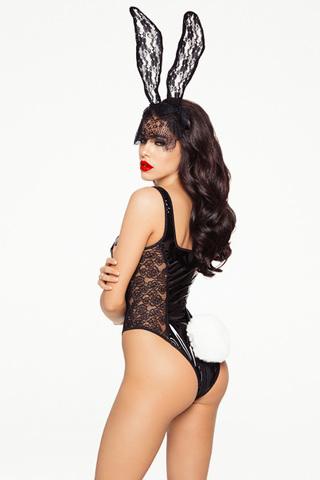 Сексуальный лаковый костюм Зайка выполнен в чёрном цвете и состоит из контактного комбидресса с молнией и головного убора