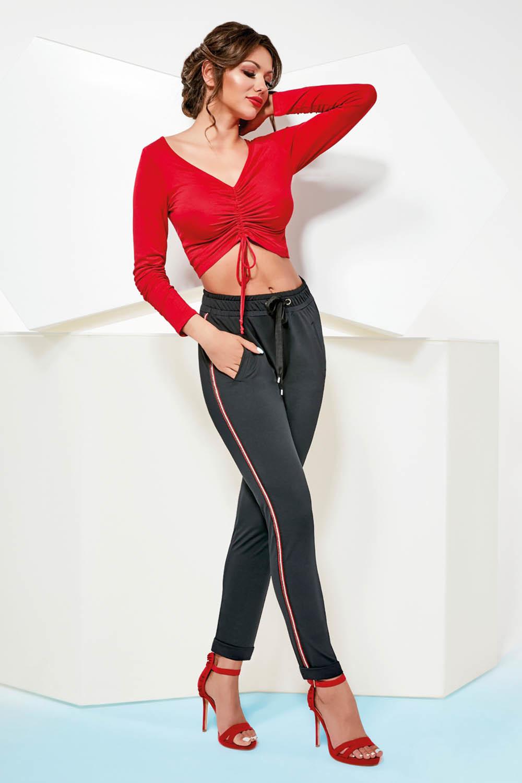 Черные леггинсы-брюки Mila на кулиске, с карманами, выполнены из эластичного плюшевого бархата, по бокам красно-белые лампасы фото