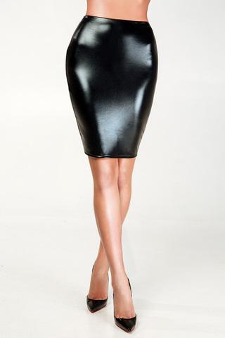 Сексуальная черная лакированная юбка-карандаш украшена интригующей тюлью-сеткой сзади