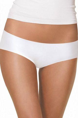 Комфортные трусики шортики выполнены из гладкой, эластичной ткани белого цвета