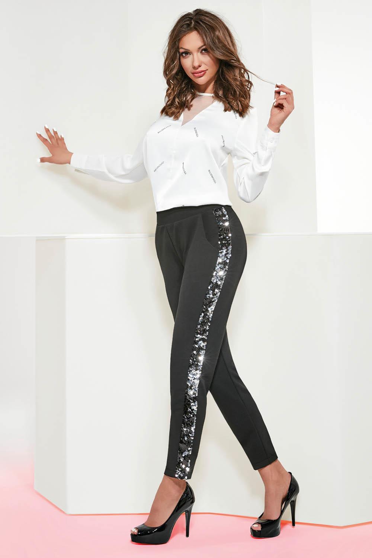Черные леггинсы-брюки Zoya с карманами, выполнены из эластичного крепа, по бокам широкие лампасы из пайеток фото