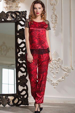 Комплект с брюками Mia-Amore выполнен из смесового шелкового полотна, рукава и низ блузы декорированы ажурным черным кружевом