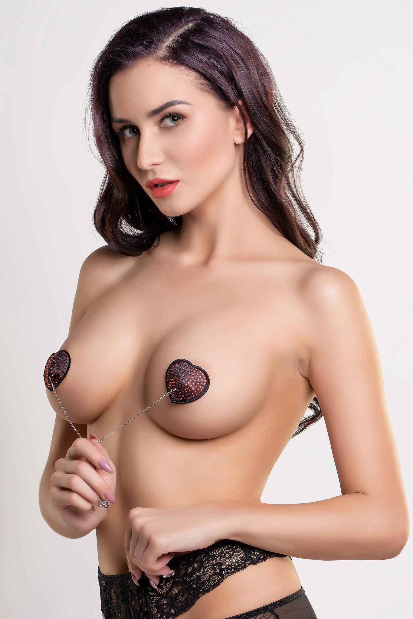 Пэстис Erolanta Lingerie Collection в форме сердец со стразами и цепочкой черно-красные фото