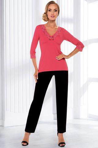Пижама Sandra pyjamas состоит из кофты кораллового цвета с рукавом 3/4 и штанов