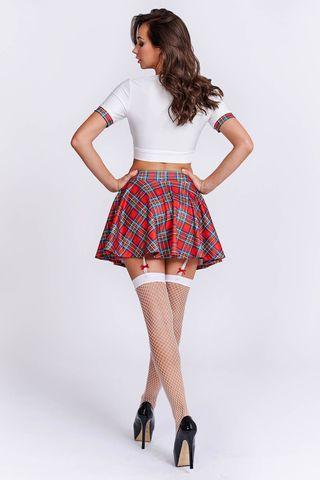 Костюм соблазнительной старшеклассницы состоит из клетчатой мини-юбки с пажами для чулок, белого топа на завязках и чулок в сетку