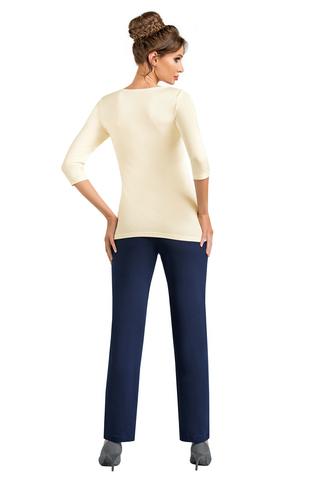 Пижама Simone состоит из кофты цвета экрю и темно-синих брюк