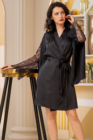 Короткий халат Mia-Amore с длинными рукавами выполнен из шелковистого искусственного полотна