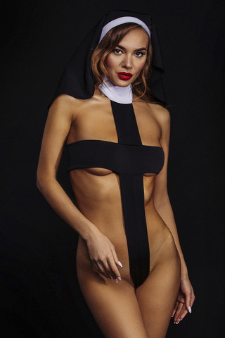 Образ монашки тем и привлекает