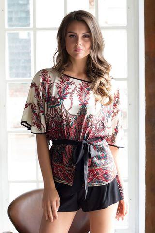 Комплект Миа-Миа состоящий из блузы и шорт на эластичной тесьме (резинке) в поясе