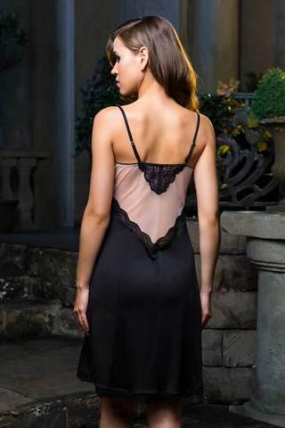 Элегантная сорочка средней длинны (до колен) полуприлегающего силуэта из плотного нейлона, телесного цвета стрейч-сетки и кружева