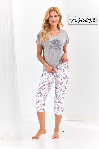 Пижама Betty состоит из серой футболки и принтованных бридж